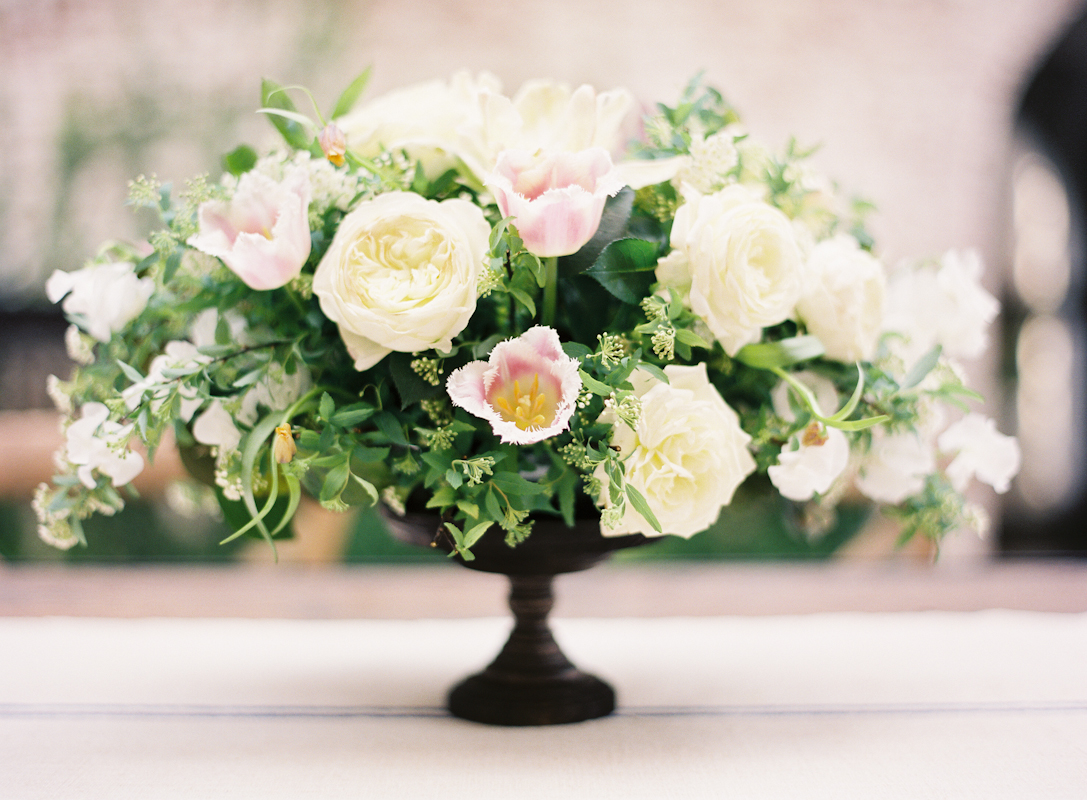 Centerpiece by poppies amp posies photo byjen huang floral