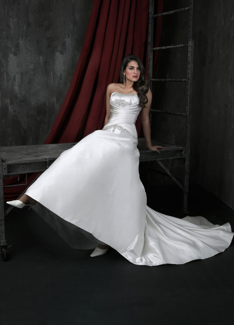 Wedding Dresses, Fashion, Strapless, Strapless Wedding Dresses, Beading, Satin, Ruching, Impression bridal, Beaded Wedding Dresses, satin wedding dresses