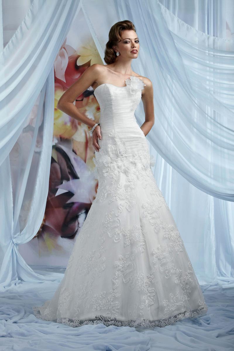 Wedding Dresses, Lace Wedding Dresses, Fashion, Flowers, Lace, Strapless, Strapless Wedding Dresses, Tulle, Impression bridal, chapel train, trumpet skirt, floral skirt, tulle wedding dresses, Flower Wedding Dresses