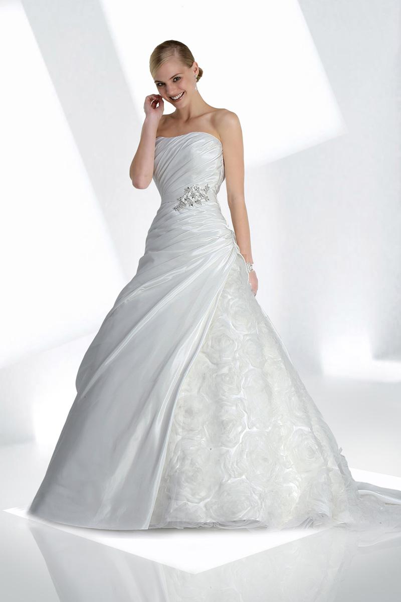 Wedding Dresses, Ball Gown Wedding Dresses, Fashion, Strapless, Strapless Wedding Dresses, Beading, Tulle, Taffeta, Ruching, Ball gown, Impression bridal, Beaded Wedding Dresses, taffeta wedding dresses, tulle wedding dresses