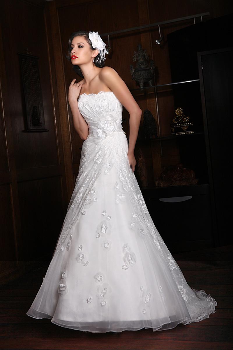 Wedding Dresses, Fashion, Strapless, Strapless Wedding Dresses, Impression bridal, empire waist, pleated bust, floral details