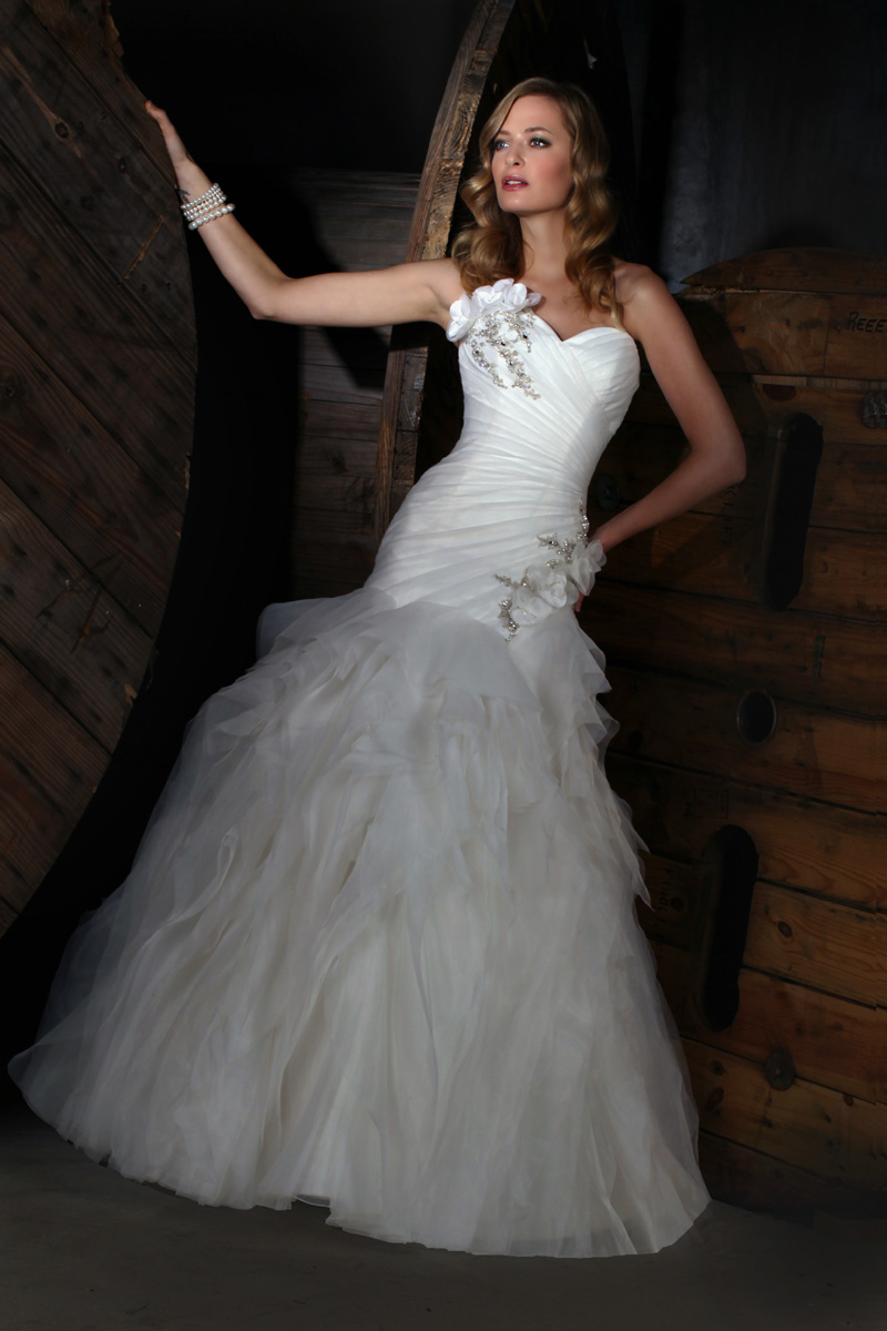 Wedding Dresses, Sweetheart Wedding Dresses, Fashion, Sweetheart, Strapless, Strapless Wedding Dresses, Beading, Tulle, Satin, Pleats, Impression bridal, dropped waist, layered skirt, Beaded Wedding Dresses, tulle wedding dresses, satin wedding dresses