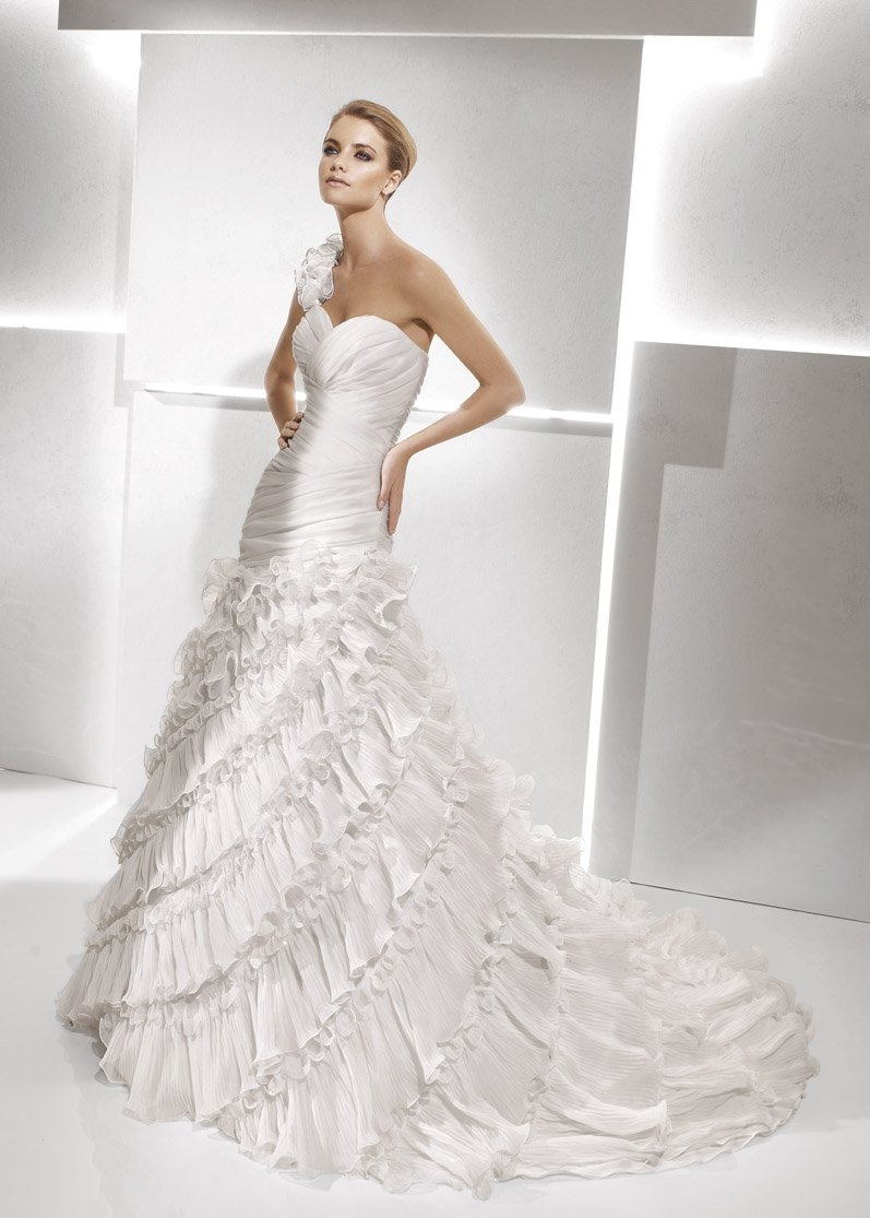 Wedding Dresses, Sweetheart Wedding Dresses, One-Shoulder Wedding Dresses, A-line Wedding Dresses, Ruffled Wedding Dresses, Fashion, white, ivory, Modern, Sweetheart, A-line, Tulle, Satin, Floor, Ruffles, Dropped, La sposa, Sleeveless, Ruching, One-shoulder, Avant-Garde, Modern Wedding Dresses, tulle wedding dresses, satin wedding dresses, Floor Wedding Dresses