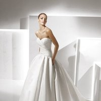 Wedding Dresses, Sweetheart Wedding Dresses, Ball Gown Wedding Dresses, Romantic Wedding Dresses, Hollywood Glam Wedding Dresses, Fashion, white, ivory, Classic, Romantic, Sweetheart, Strapless, Strapless Wedding Dresses, Satin, Floor, La sposa, Pleats, Sleeveless, Ruching, Ball gown, hollywood glam, Classic Wedding Dresses, satin wedding dresses, Floor Wedding Dresses