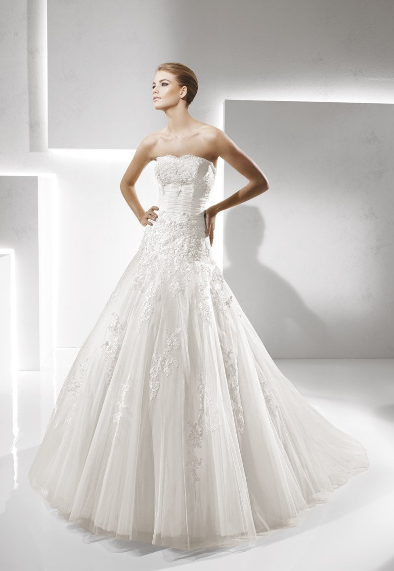 Wedding Dresses, Sweetheart Wedding Dresses, A-line Wedding Dresses, Ball Gown Wedding Dresses, Lace Wedding Dresses, Romantic Wedding Dresses, Fashion, white, ivory, Classic, Romantic, Lace, Sweetheart, Strapless, Strapless Wedding Dresses, A-line, Beading, Tulle, Floor, La sposa, Sleeveless, Ball gown, Beaded Wedding Dresses, Classic Wedding Dresses, tulle wedding dresses, Floor Wedding Dresses