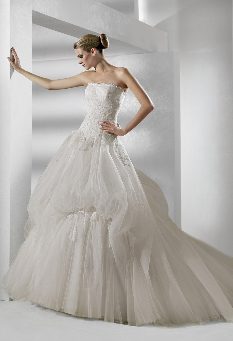 Wedding Dresses, Ball Gown Wedding Dresses, Lace Wedding Dresses, Romantic Wedding Dresses, Fashion, white, ivory, Shabby Chic, Romantic, Lace, Strapless, Strapless Wedding Dresses, Beading, Tulle, Floor, Formal, La sposa, Pick-ups, Sleeveless, Ball gown, Beaded Wedding Dresses, tulle wedding dresses, Formal Wedding Dresses, Floor Wedding Dresses, Shabby Chic Wedding Dresses