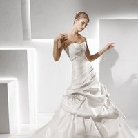 Wedding Dresses, Sweetheart Wedding Dresses, Ball Gown Wedding Dresses, Romantic Wedding Dresses, Fashion, white, ivory, Classic, Romantic, Sweetheart, Strapless, Strapless Wedding Dresses, Beading, Floor, Formal, La sposa, Taffeta, Pleats, Pick-ups, Sleeveless, Ball gown, Beaded Wedding Dresses, taffeta wedding dresses, Classic Wedding Dresses, Formal Wedding Dresses, Floor Wedding Dresses