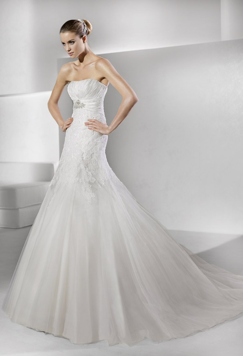 Wedding Dresses, A-line Wedding Dresses, Lace Wedding Dresses, Romantic Wedding Dresses, Fashion, white, ivory, Shabby Chic, Romantic, Lace, Strapless, Strapless Wedding Dresses, A-line, Beading, Empire, Floor, Hip, La sposa, Pleats, Sleeveless, Beaded Wedding Dresses, Floor Wedding Dresses, Hip Wedding Dresses, Shabby Chic Wedding Dresses