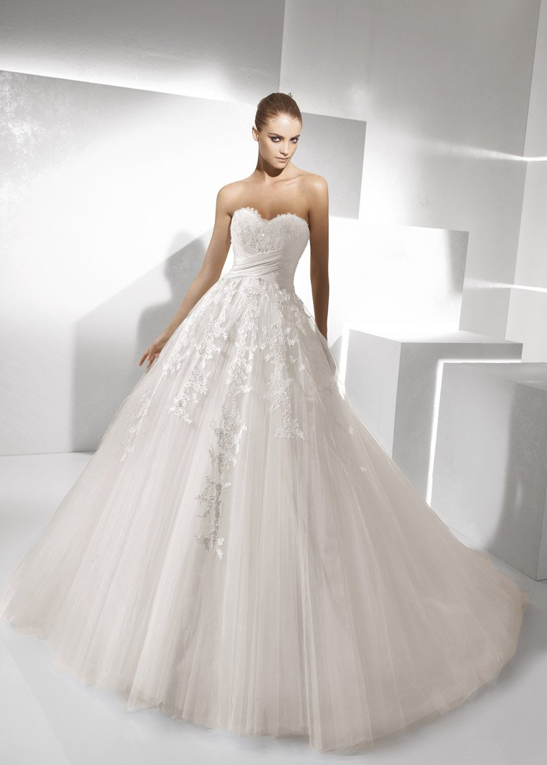 Wedding Dresses, Sweetheart Wedding Dresses, A-line Wedding Dresses, Ball Gown Wedding Dresses, Lace Wedding Dresses, Fashion, white, ivory, Flowers, Lace, Sweetheart, Strapless, Strapless Wedding Dresses, A-line, Tulle, Floor, La sposa, Sleeveless, Ruching, Ball gown, tulle wedding dresses, Flower Wedding Dresses, Floor Wedding Dresses