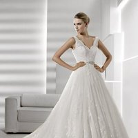 Wedding Dresses, Ball Gown Wedding Dresses, Lace Wedding Dresses, Vintage Wedding Dresses, Hollywood Glam Wedding Dresses, Fashion, white, ivory, Vintage, Classic, Lace, Spaghetti straps, Beading, V-neck, V-neck Wedding Dresses, Floor, La sposa, Taffeta, Sleeveless, Ball gown, hollywood glam, Beaded Wedding Dresses, taffeta wedding dresses, Classic Wedding Dresses, Spahetti Strap Wedding Dresses, Floor Wedding Dresses