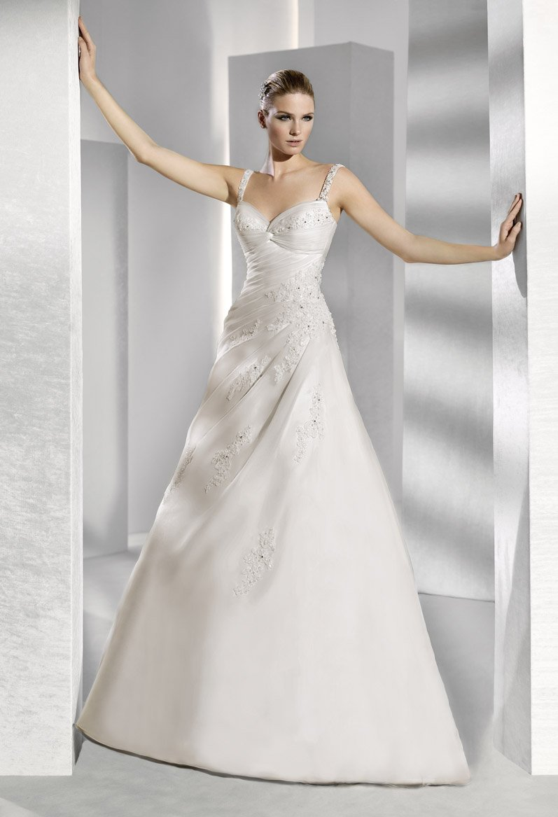 Wedding Dresses, Sweetheart Wedding Dresses, Ball Gown Wedding Dresses, Romantic Wedding Dresses, Fashion, white, ivory, Classic, Romantic, Sweetheart, Spaghetti straps, Beading, Tulle, Floor, La sposa, Sleeveless, Ruching, Ball gown, Beaded Wedding Dresses, Classic Wedding Dresses, tulle wedding dresses, Spahetti Strap Wedding Dresses, Floor Wedding Dresses