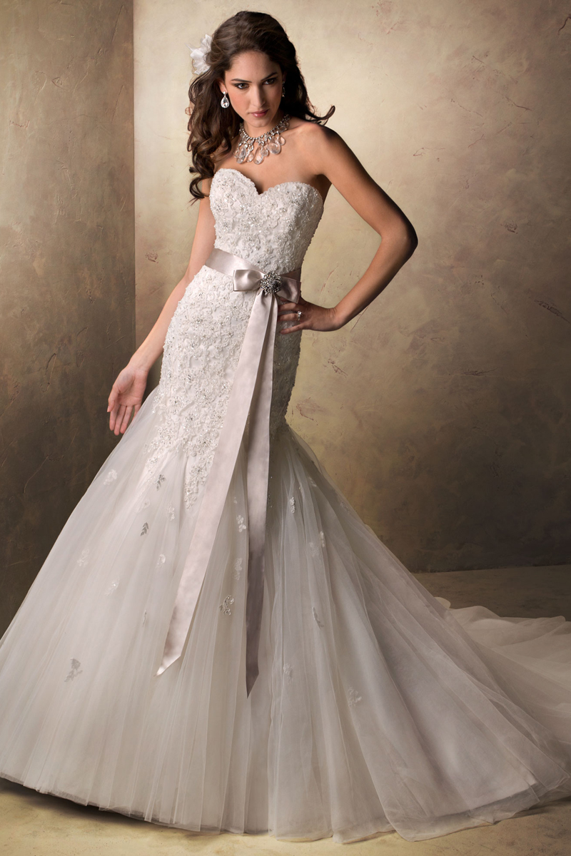 Wedding Dresses, Sweetheart Wedding Dresses, Fashion, Sweetheart, Strapless, Strapless Wedding Dresses, Beading, Fit and flare, Tulle, Maggie Sottero, Satin-ribbon, Beaded Wedding Dresses, crystal brooch belt, tulle wedding dresses