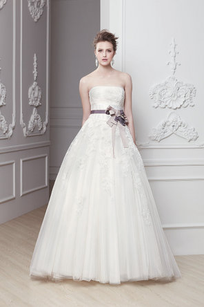 Wedding Dresses, A-line Wedding Dresses, Lace Wedding Dresses, Fashion, ivory, Lace, Strapless, Strapless Wedding Dresses, A-line, Sash, Natural waist, Ribbon, Belt, Tulle, Chapel, Sleeveless, Modeca, floor length, tulle wedding dresses