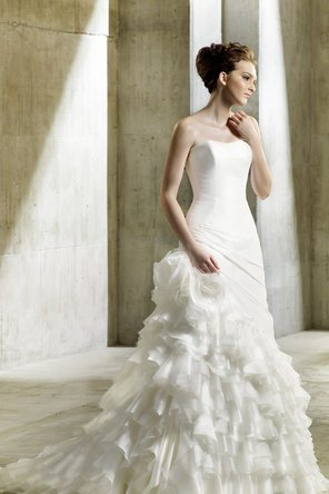 Wedding Dresses, Sweetheart Wedding Dresses, A-line Wedding Dresses, Ruffled Wedding Dresses, Romantic Wedding Dresses, Fashion, Modern, Romantic, Sweetheart, Strapless, Strapless Wedding Dresses, A-line, Organza, Ruffles, Dropped, Taffeta, Sleeveless, Modeca, chapel train, floor length, Modern Wedding Dresses, organza wedding dresses, taffeta wedding dresses