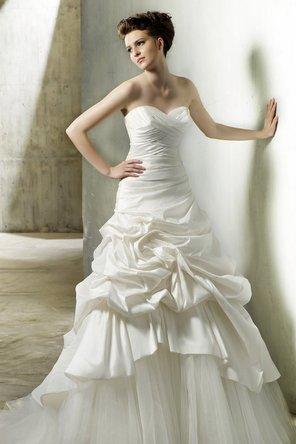 Wedding Dresses, Sweetheart Wedding Dresses, A-line Wedding Dresses, Ruffled Wedding Dresses, Fashion, Sweetheart, Strapless, Strapless Wedding Dresses, A-line, Glamorous, Formal, Ruffles, Dropped, Taffeta, Sleeveless, Modeca, chapel train, floor length, taffeta wedding dresses, Formal Wedding Dresses