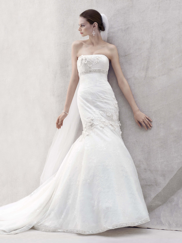 Sweetheart Wedding Dresses, Ball Gown Wedding Dresses, Lace Wedding Dresses, Hollywood Glam Wedding Dresses, Fashion, white, gold, Modern, Lace, Sweetheart, Strapless, Strapless Wedding Dresses, Tulle, Floor, Wedding dress, Oleg cassini, Ball gown, hollywood glam, Modern Wedding Dresses, Sleveless, tulle wedding dresses, Floor Wedding Dresses