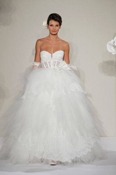 Wedding Dresses, Sweetheart Wedding Dresses, Ball Gown Wedding Dresses, Fashion, Sweetheart, Corset, Natural waist, Tulle, Pnina tornai, Ball gown, layered skirt, cathedral train, chantilly lace, tulle wedding dresses