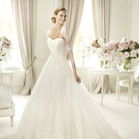 Wedding Dresses, Sweetheart Wedding Dresses, Fashion, Sweetheart, Strapless, Strapless Wedding Dresses, Pronovias, Princess cut, illusion sleeves, soft tulle, chantilly lace, Pronovias Costura, tulle jacket