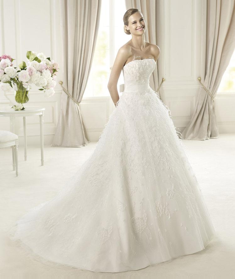 Wedding Dresses, A-line Wedding Dresses, Fashion, Feathers, Strapless, Strapless Wedding Dresses, A-line, Tulle, Pronovias, grosgrain belt, flower details, Pronovias Dreams, tulle wedding dresses, Feather Wedding Dresses