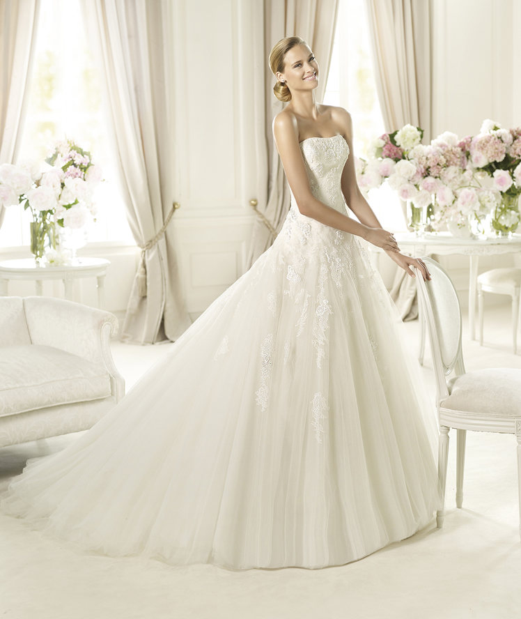 Wedding Dresses, Fashion, Strapless, Strapless Wedding Dresses, Chiffon, Pronovias, Pronovias Glamour, embroidered flowers, asymmetric gathers, Chiffon Wedding Dresses