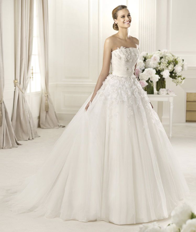 Wedding Dresses, Fashion, Strapless, Strapless Wedding Dresses, Tulle, Pronovias, Bow, T, 3D flowers, pleated skirt, Pronovias Glamour, tulle wedding dresses