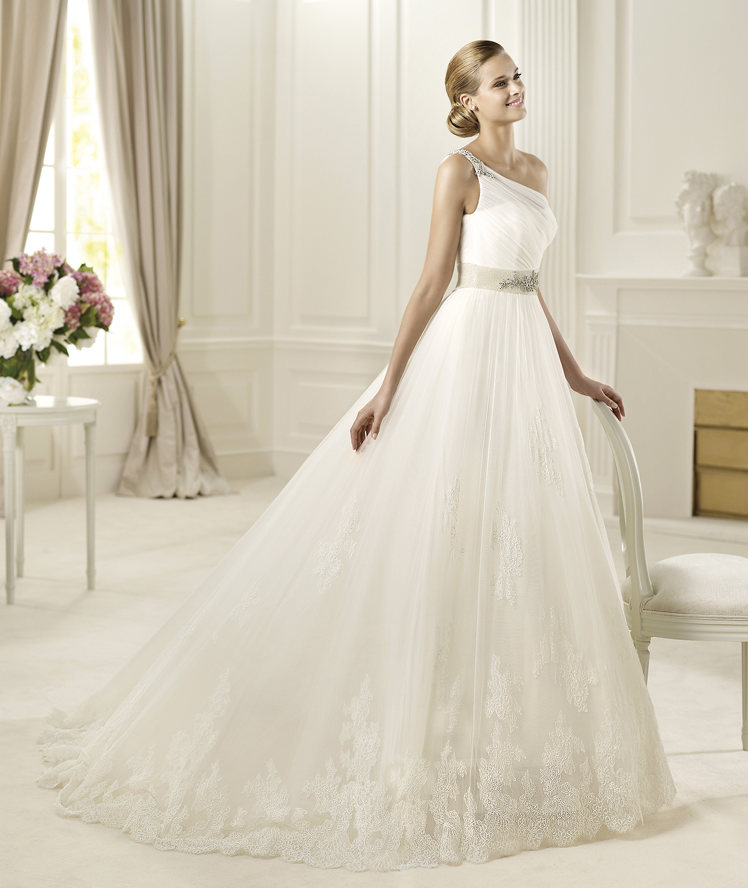 Wedding Dresses, Fashion, Single strap, Tulle, Brooch, Pronovias, Princess cut, embroidered strap, Pronovias Glamour, asymmetric bodice, scallop lace, tulle wedding dresses