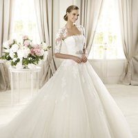Wedding Dresses, Lace Wedding Dresses, Fashion, Lace, Strapless, Strapless Wedding Dresses, Tulle, Brooch, Pronovias, Jacket, Pronovias Glamour, princess skirt, tulle wedding dresses