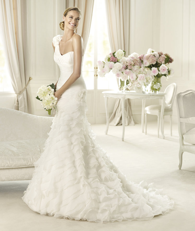 Mermaid, Pronovias, Flower detail, ruffled skirt, layered skirt, floral strap, asymmetric neckline, Pronovias Glamour, silk garza, frilled skirt
