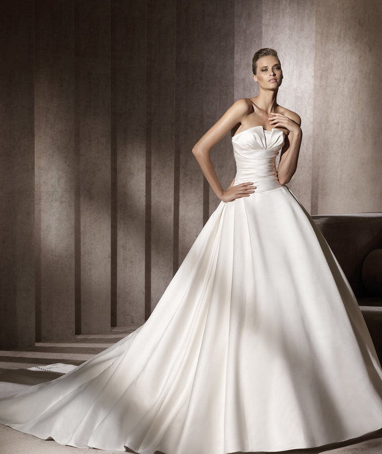 Strapless, Satin, Pronovias, Pleats, Ball gown, pleated bust, Pronovias Glamour