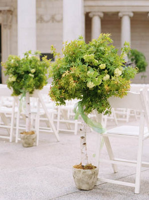 Flowers & Decor, Real Weddings, Wedding Style, green, Ceremony Flowers, Spring Weddings, City Real Weddings, Classic Real Weddings, Spring Real Weddings, City Weddings, Classic Weddings, Classic Wedding Flowers & Decor