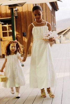 Flower Girls, Real Weddings, Wedding Style, white, Rustic Real Weddings, Summer Weddings, Midwest Real Weddings, Summer Real Weddings, Rustic Weddings, Kids