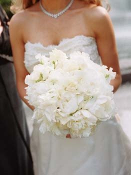 Flowers & Decor, Real Weddings, Wedding Style, white, Bride Bouquets, Northeast Real Weddings, Spring Weddings, City Real Weddings, Classic Real Weddings, Spring Real Weddings, City Weddings, Classic Weddings