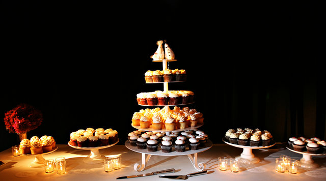 Cakes, Real Weddings, Wedding Style, Cupcakes, West Coast Real Weddings, City Real Weddings, Glam Real Weddings, City Weddings, Glam Weddings