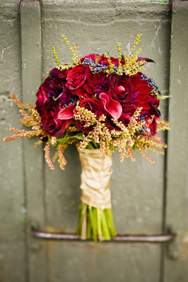 Flowers & Decor, Real Weddings, red, Fall Weddings, Fall Real Weddings, Midwest Real Weddings, Bride bouquet