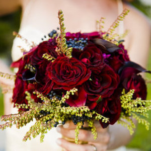 Flowers & Decor, Real Weddings, Wedding Style, red, Bride Bouquets, Fall Weddings, Fall Real Weddings, Midwest Real Weddings, illinois weddings, illinois real weddings