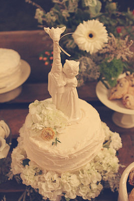Cakes, Real Weddings, Wedding Style, white, ivory, Round Wedding Cakes, Vintage Wedding Cakes, Wedding Cakes, Cake Toppers, Fall Weddings, Rustic Real Weddings, Southern Real Weddings, Fall Real Weddings, Shabby Chic Real Weddings, Rustic Weddings, Shabby Chic Weddings, rustic wedding cakes