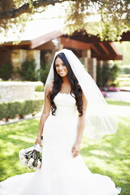 Beauty, Veils, Fashion, Real Weddings, Wedding Style, Makeup, Down, Curly Hair, Long Hair, West Coast Real Weddings, Classic Real Weddings, Glam Real Weddings, Classic Weddings, Glam Weddings