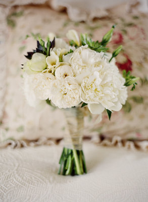 Flowers & Decor, Real Weddings, Wedding Style, white, Bride Bouquets, Modern Real Weddings, Summer Weddings, West Coast Real Weddings, Summer Real Weddings, Modern Weddings, Summer Wedding Flowers & Decor