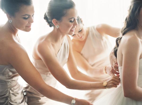Bridesmaids, Real Weddings, Summer Real Weddings, Getting ready, Beige, Natural, Summer wedding, Taupe, East Coast Real Weddings, East Coast Weddings, Picnic Real Wedding, Picnic Wedding, Sophisticated Real Weddings, Sophisticated Weddings