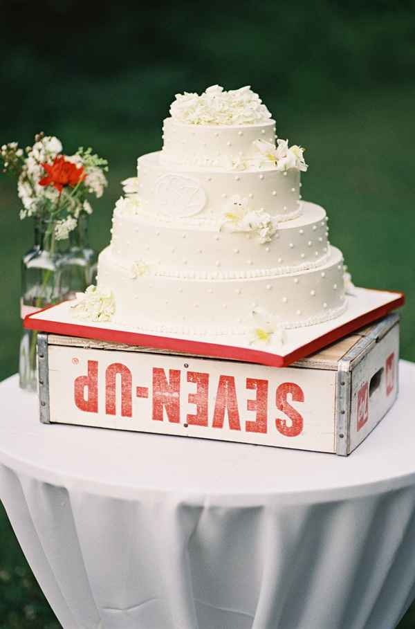 Cakes, Real Weddings, Wedding Style, ivory, Classic, Classic Wedding Cakes, Summer Real Weddings, Classic Weddings, Summer wedding, East Coast Real Weddings, East Coast Weddings, Picnic Real Wedding, Picnic Wedding, Sophisticated Real Weddings, Sophisticated Weddings