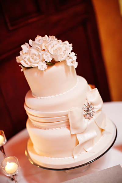 Cakes, Real Weddings, Wedding Style, white, Classic Wedding Cakes, Floral Wedding Cakes, Wedding Cakes, Southern Real Weddings, Classic Real Weddings, Classic Weddings