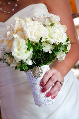 Flowers & Decor, Real Weddings, Wedding Style, white, Modern Real Weddings, Summer Weddings, West Coast Real Weddings, Summer Real Weddings, Modern Weddings, Classic Wedding Flowers & Decor, bride bouqets