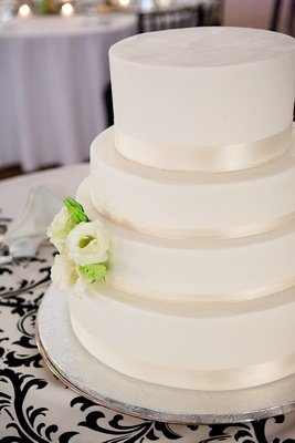 Cakes, Real Weddings, Wedding Style, white, Classic Wedding Cakes, Wedding Cakes, Modern Real Weddings, Summer Weddings, West Coast Real Weddings, Summer Real Weddings, Modern Weddings