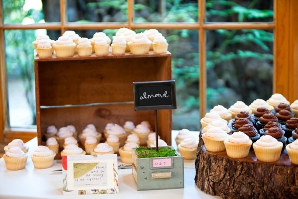 Cakes, Real Weddings, Wedding Style, Cupcakes, Rustic Real Weddings, West Coast Real Weddings, Rustic Weddings, dessert displays