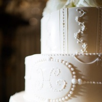 Cakes, Real Weddings, Wedding Style, ivory, Classic Wedding Cakes, Round Wedding Cakes, Wedding Cakes, Classic Real Weddings, Classic Weddings, East Coast Real Weddings, East Coast Weddings, Romantic Real Weddings, Romantic Weddings