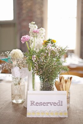 Flowers & Decor, Real Weddings, Wedding Style, Modern Real Weddings, Summer Weddings, West Coast Real Weddings, City Real Weddings, Summer Real Weddings, City Weddings, Modern Weddings, Summer Wedding Flowers & Decor, Wedding signs
