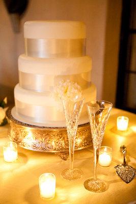 Cakes, Real Weddings, Wedding Style, white, gold, Classic Wedding Cakes, Modern Wedding Cakes, Wedding Cakes, Classic Real Weddings, Classic Weddings, West Coast Weddings