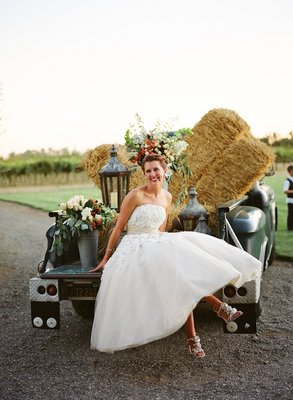 Flowers & Decor, Real Weddings, Wedding Style, ivory, green, Rustic Real Weddings, Spring Weddings, West Coast Real Weddings, Classic Real Weddings, Spring Real Weddings, Vintage Real Weddings, Classic Weddings, Rustic Weddings, Vintage Weddings, Rustic Wedding Flowers & Decor, Vintage Wedding Flowers & Decor