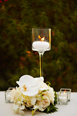 Flowers & Decor, Real Weddings, Wedding Style, white, ivory, Centerpieces, Candles, Summer Weddings, West Coast Real Weddings, Classic Real Weddings, Summer Real Weddings, Classic Weddings, Classic Wedding Flowers & Decor, Summer Wedding Flowers & Decor