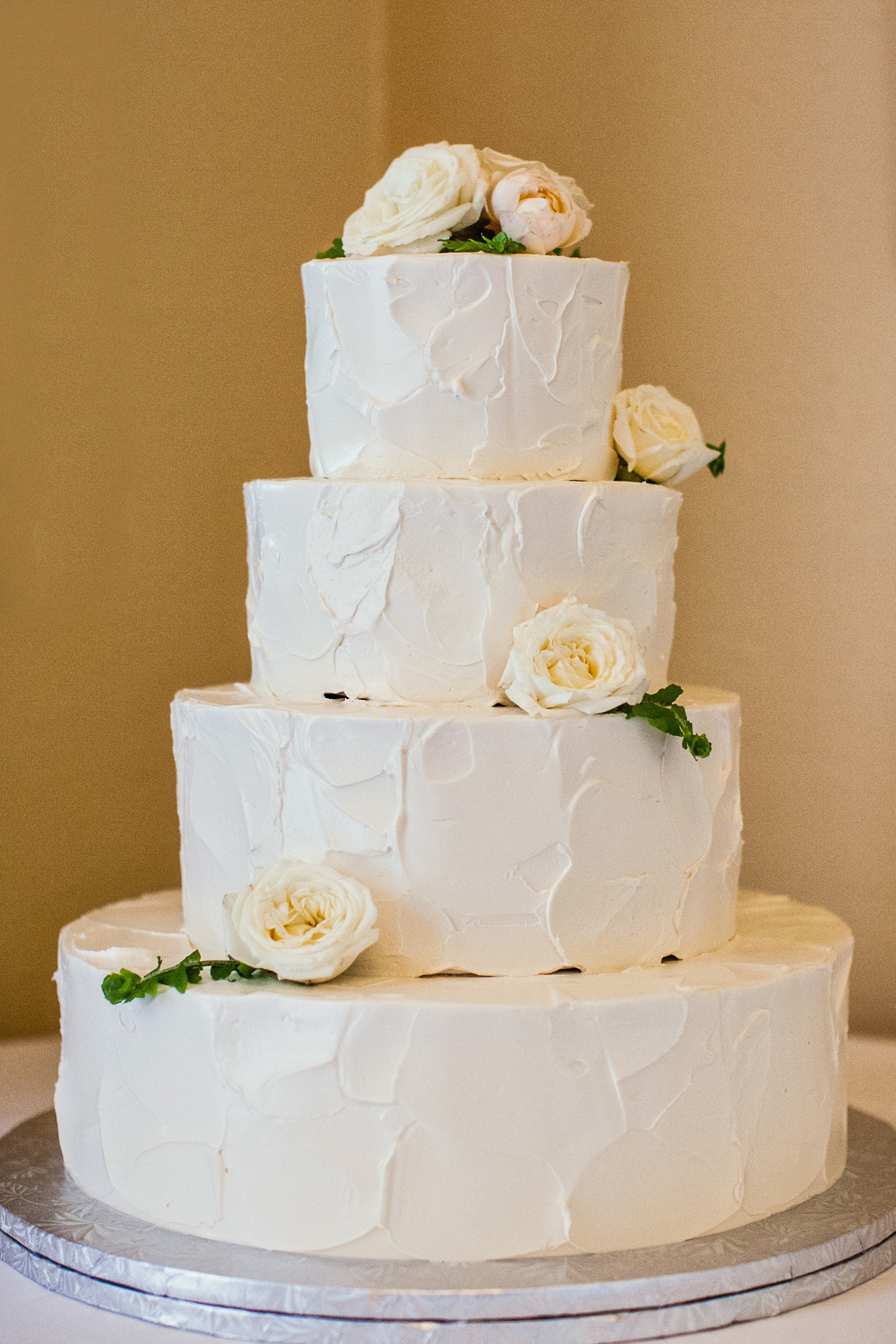 West Coast Decorating Style The Buttery Designed This Simple Cake To End The Charming